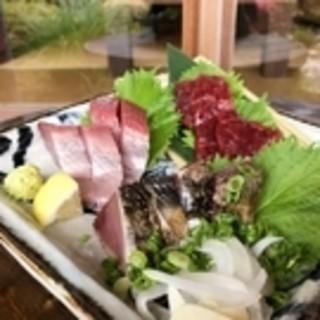 高知のお魚、黒毛和牛、自家栽培野菜をゆるりとお楽しみ下さい。