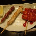 海鮮問屋 吾作どん - 砂肝串(180円)、せせり串焼き(220円)、ウインナー(180円)