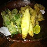 ワイン食堂 つれづれ - 白身魚(ハモ?)と松茸の天ぷら