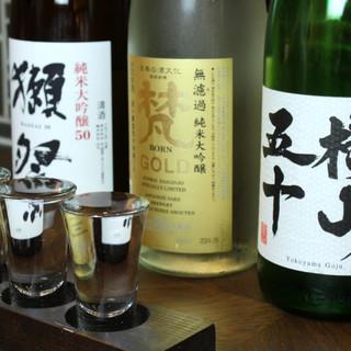 全国の銘酒あり〼お得な利き酒セットで三種のお酒を飲み比べ◎