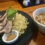 北海道ラーメン 追風丸 - つけ麺魚粉入り魚介醤油800円
