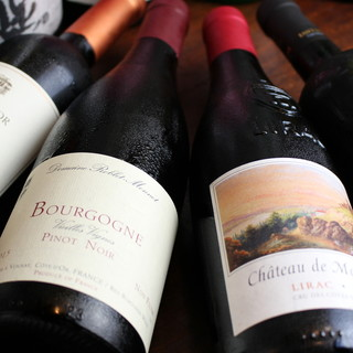複数のワイナリーから仕入れる、料理に寄り添う至高のワイン