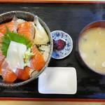 88025378 - おすすめのサーモン丼850円