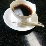 割烹まつ井 - セルフのコーヒー、昭和の感じのコーヒーカップが懐かしい♪