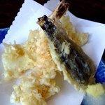味のなかた - 天ぷら 海老、なす、いかの3点。薄味の天つゆが美味しい。