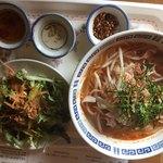タイ食堂 サワディー - トムヤムラーメンとサラダ