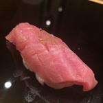 はつね寿司 - 中トロ、佐渡の藻塩で
