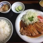 楽亭 - ポークソテー定食900円