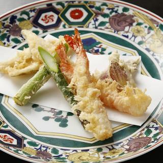 贅沢!太白ゴマ油で揚げる天ぷら!