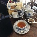 西洋茶館 - ドリンク写真:アフタヌーンティー(1人分)とミルクティーのセット