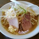 ラーメン 岩佐 - 料理写真:がっつりラーメン 750円