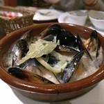 ピッツァ ケベロス - ムール貝の白ワイン蒸し