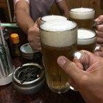 88036447 - ビールでカンパーイ!