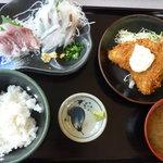 8804969 - 特大サヨリ、ボラ刺身相盛り定食¥1680