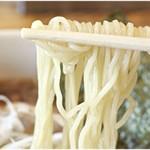 タナカ90 - 軽いコリコリ感のある麺。