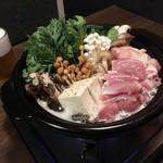 88043182 - 三種の茸の鶏出汁鍋