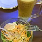 ピッツェリア バール ナポリ - Cセットのサラダ+ソフトドリンク200円に+250円で麦酒にチェンジ。結構、大きなジョッキで嬉しい。
