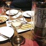 クアトロ ワイン バー -