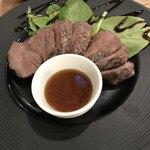 西中島ギョーザ&ワインバルYEBISU - エゾ鹿のステーキ