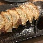 西中島ギョーザ&ワインバルYEBISU - 焼き餃子