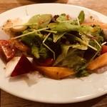 西中島ギョーザ&ワインバルYEBISU - 彩り野菜と鮮魚のカルパッチョ