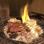 肉小屋 - 炭火でジュージュー