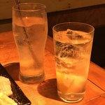 肉小屋 - 梅干サワーと生搾りレモンサワー
