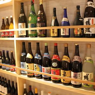 珍しい沖縄のクラフトビールを始めとした豊富なドリンクで乾杯を