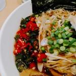 吉凛 - 深い緑色と赤色の生プリッキーヌ(180円)はかなりの辛さ。
