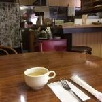 洋食 デリシュ - 昔の雰囲気の厨房です。
