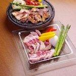 東北居酒屋 なまはげ - 秋田産のお肉を溶岩焼の盛り合わせでジューって音もいすべ★
