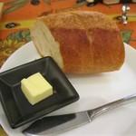 グルトンヌ - ビストロ牛ステーキランチ の パン