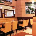 インドカレーレストラン マサラ - NEW!!2011.07 清潔な店内