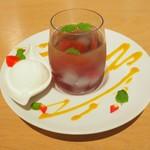 ダンスキューブ・カフェ - マセドワンヌゼリーソーダ バニラアイスを添えて