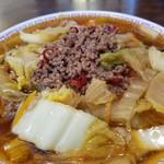 88081160 - 白菜、豚肉の天理ラーメンの具と台湾ラーメンの挽肉そぼろが合体!