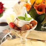 ウィズ ティーサロン - 素材厳選豆パフェ!北海道産の花豆、金時豆をたっぷり添えたパフェ。自家製ソフトクリームとの相性が抜群です。