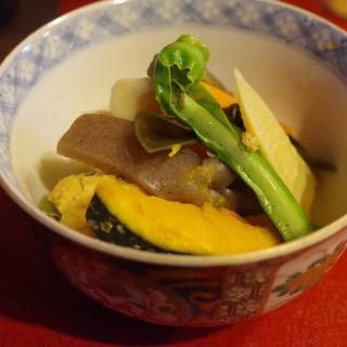 潭亭 - 料理写真:島野菜と胡椒の葉入りがんもの炊き合わせ
