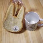 ベーカリー兎座LEPUS - 料理写真:ウサギ食パン~☆