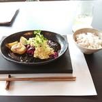 88097949 - 「しば漬けの和風タルタルと甘酸っぱい照り焼きソースのランチセット」1580円