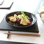 88097950 - 「しば漬けの和風タルタルと甘酸っぱい照り焼きソースのランチセット」1580円