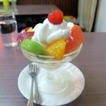 たなか - フルーツパフェ\450