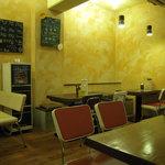 ジャディアン - お店の店内(テーブル席)
