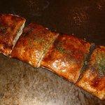 ロースト - ヤキモチ焼き、おもちが4ケ薄皮の生地で包んであります。