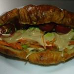 PAUL - クロワッサンでサンドイッチ作りました