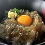 田子の浦港 漁協食堂 - しらすの沖漬けと黄身が合う