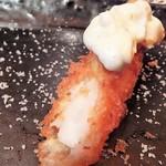 とんかつ マンジェ - チョイス「天然エビフライ」アップ。柔らかい身の旨みがタルタルソースとの相性抜群の美味さです。マンジェとんかつならではのひと味違う美味さです。