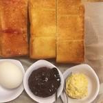 コメダ珈琲店 - 料理写真:トーストと小倉あん、卵ペースト、ゆで卵