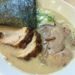 らーめん専門店小川 - 半ちゃーしゅー麺