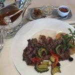 パークサイドダイナー - 「ステーキカレー野菜とオニオンフライ添え」3,300円
