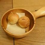 プラッサッジョ - 新たまねぎの自家製パン